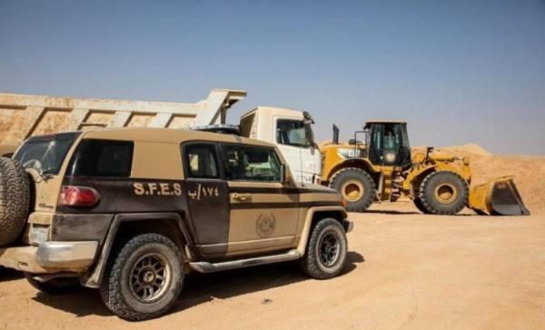 ضبط 4 مخالفين لنقل الرمال وتجريف التربة بالرياض