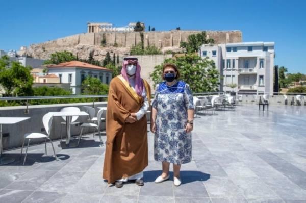 وزير الثقافة يتفق مع نظيرته اليونانية على توسيع نطاق التعاون الثقافي