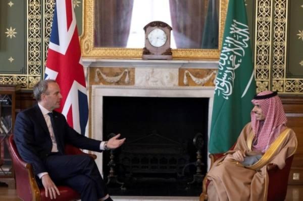 وزير الخارجية يناقش مع نظيره البريطاني آخر المستجدات والتطورات في فلسطين