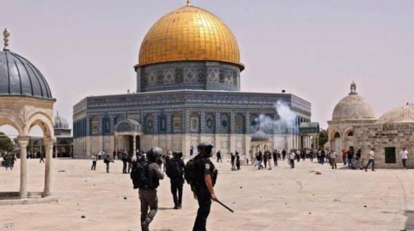 اشتباكات بين الفلسطينيين والقوات الإسرائيلية في محيط المسجد الأقصى