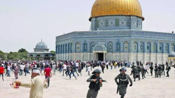 تجدد المواجهات بين الفلسطينيين  وشرطة الاحتلال في باحة الأقصى