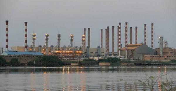 انفجار في أكبر مصفاة نفط جنوب إيران وإصابة 3 أشخاص