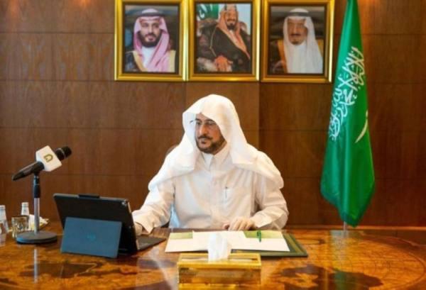 آل الشيخ يوجه بقصر استعمال مكبرات الصوت الخارجية على رفع الأذان والإقامة فقط