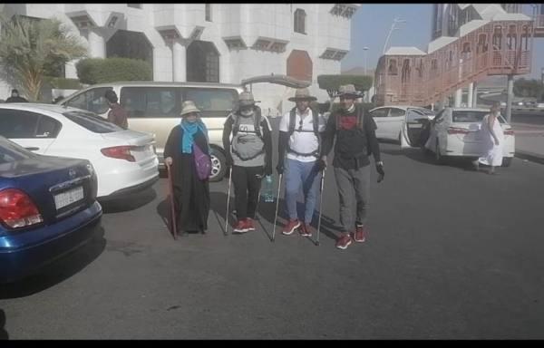المغامرون الثلاثة خلال انطلاقهم من مكة