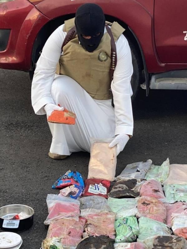 القبض على مواطن في صبيا استقبل موادا مخدرة بغرض ترويجها