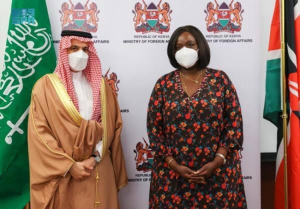 وزير الخارجية يبحث تعزيز التعاون والعلاقات الثنائية مع نظيرته الكينية