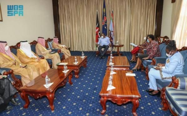 رئيس جمهورية كينيا يستقبل وزير الخارجية