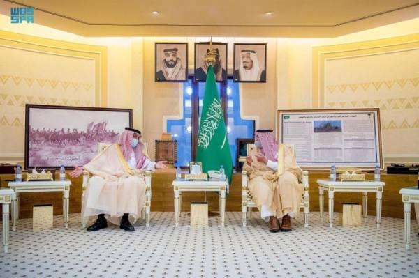 أمير القصيم يناقش مع وزير التجارة تعزيز المقومات الاقتصادية لأبناء المنطقة