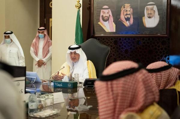 الفيصل يبحث تطوير مداخل مكة وجدة والطائف ومنظومة النقل بها