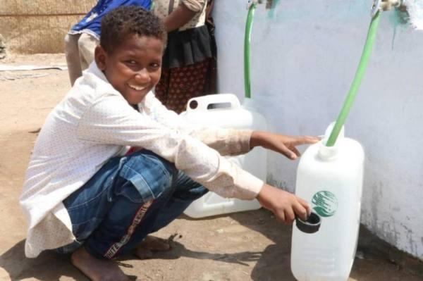 مركز الملك سلمان للإغاثة يواصل تنفيذ مشروع الإمداد المائي والإصحاح البيئي بمحافظة الحديدة اليمنية