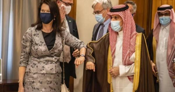وزير الخارجية يبحث مع نظيرته السويدية إنهاء الأزمة اليمنية
