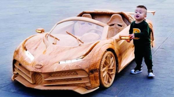 السيارة الخشبية