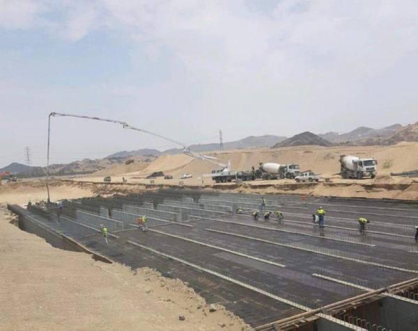 عبارات خرسانية مُغلقة لتصريف الأمطار وإغلاق 6 منشآت تجارية بعزيزية مكة
