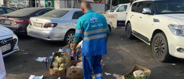 أمانة جدة تصادر 29 طناً من الخضروات والفواكه بنطاق بلدية الصفا