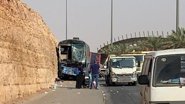 12 مصاباً في تصادم حافلة ركاب وشاحنة بالرياض