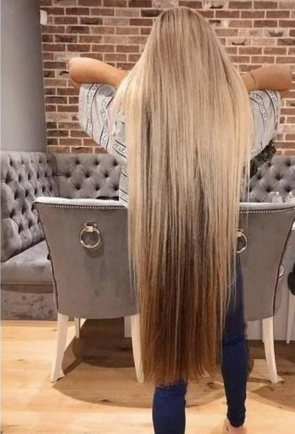 شابة بريطانية تكشف سر وصول شعرها حتى قدميها