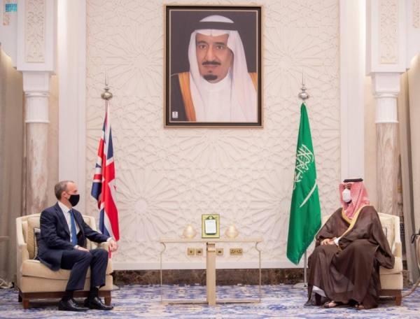 ولي العهد يبحث مستجدات المنطقة مع وزير الخارجية البريطاني