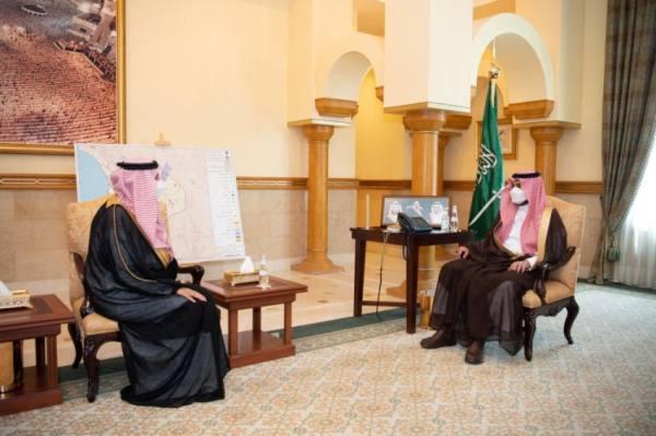 أثناء استقبال مدير فرع وزارة الخارجية