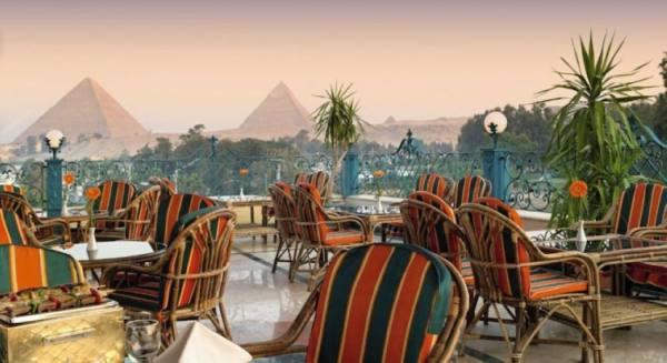 الحكومة المصرية تمنع غير المطعمين بالعمل في السياحة
