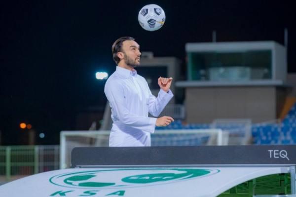وزير الرياضة يزور معسكر الأخضر ويحث اللاعبين على مواصلة الجهد لتحقيق الأهداف