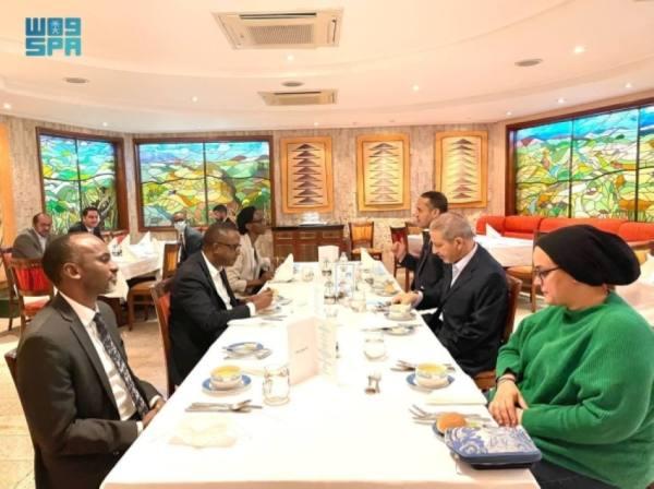 قطان ضيفًا على مأدبة عشاء وزير خارجية راوندا
