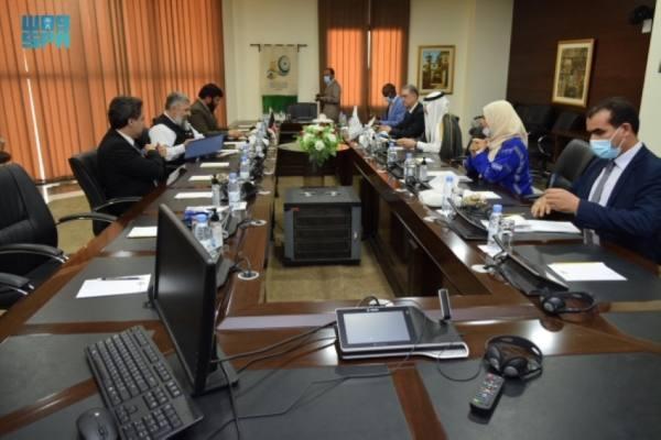 العثيمين يستعرض مع وزير الإرشاد والحج الأفغاني مجالات التعاون