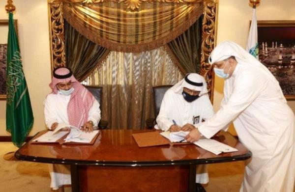 القويحص يوقع عقد تنفيذ أشغال عامة لمخططات ولي العهد بمكة