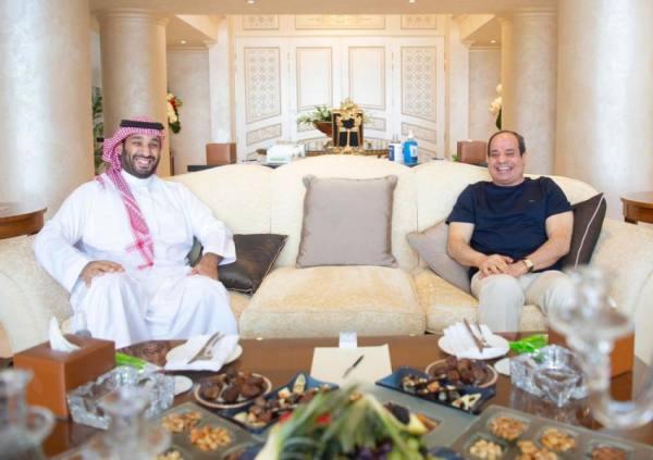 ولي العهد يبحث مع الرئيس المصري تطوير العلاقات