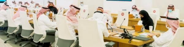 وزير التجارة خلال اجتماعه بوكلاء السيارات بالمملكة