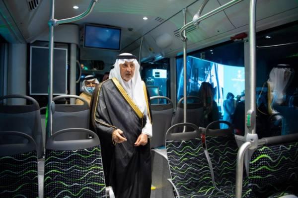 الفيصل يدشن نموذج حافلات النقل العام بالعاصمة المقدسة