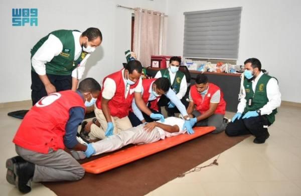 مركز الملك سلمان للإغاثة يدرب 255 مسعفًا ومدربًا بمجال الإسعافات الأولية