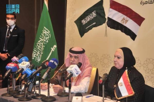 وزير التجارة خلال المؤتمر الصحفي