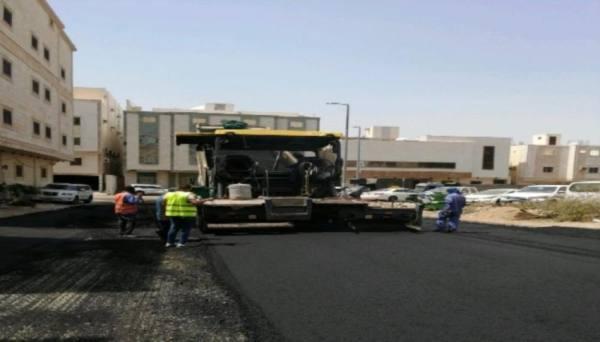 أمانة مكة تواصل تجهيز شبكة الطرق وتجميل الحدائق العامة