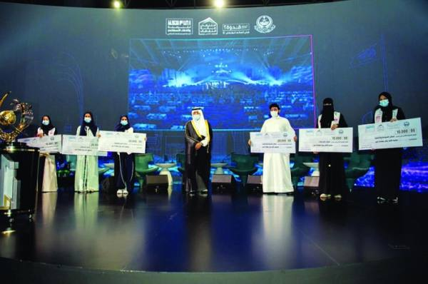 الفيصل يكرم 6 فائزين بمسابقة البرمجة والذكاء الاصطناعي