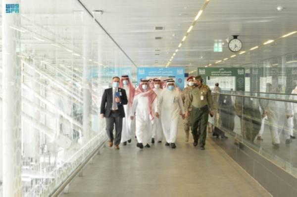 رئيس الطيران المدني يتفقّد مطار المدينة المنورة