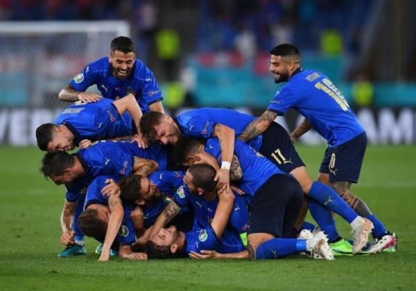 إيطاليا تتلغب على سويسرا بثلاثية نظيفة