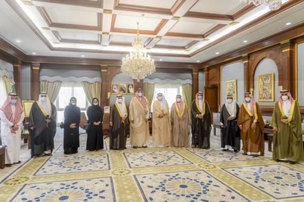 أمير المدينة المنورة يلتقي رئيس وأعضاء مجلس إدارة الغرفة التجارية الصناعية بمحافظة ينبع