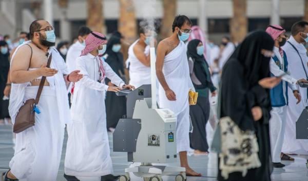 750 موظفاً للتعقيم بالمسجد الحرام