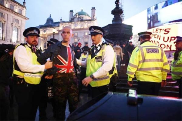 اعتقال 30 مشاغباً بعد مباراة إنجلترا وأسكتلندا