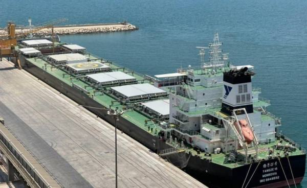 مؤسسة الحبوب تستقبل أول باخرة قمح من إنتاج الاستثمار السعودي بالخارج