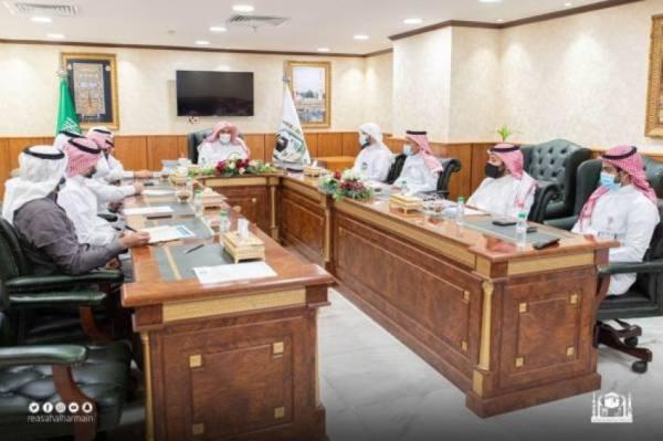 المحيميد يرأس اجتماع اللجنة التوجيهية بالحرمين لمتابعة المبادرات وتنفيذ الاستراتيجيه