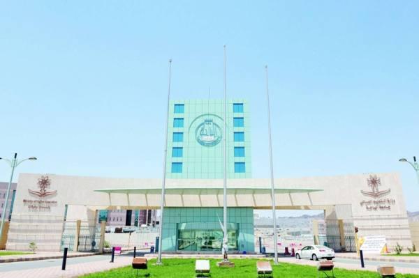جامعة الباحة تفتح غداً باب القبول الإلكتروني لمرحلة البكالوريوس