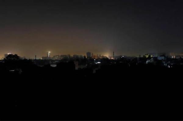 انقطاعات متكررة للكهرباء في مدن إيرانية