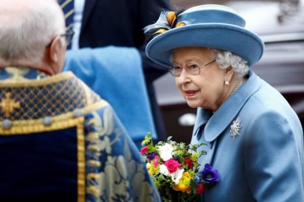 الملكة إليزابيث تمنح هيئة الصحة البريطانية أعلى وسام مدني
