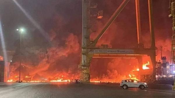 الإمارات: حريق السفينة بميناء جبل علي تحت السيطرة