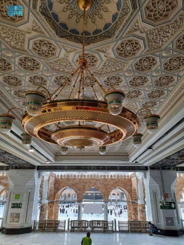 توفير أنظمة إنارة تواكب الطابع المعماري للمسجد الحرام