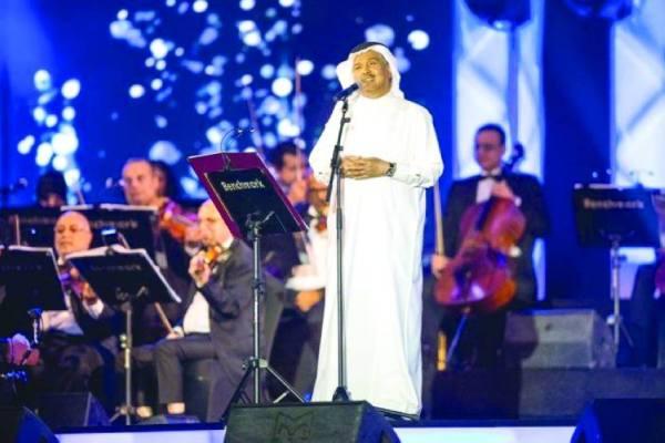 فنان العرب يشجي عشاق الفن الراقي  بـ«تعبت الظلم»