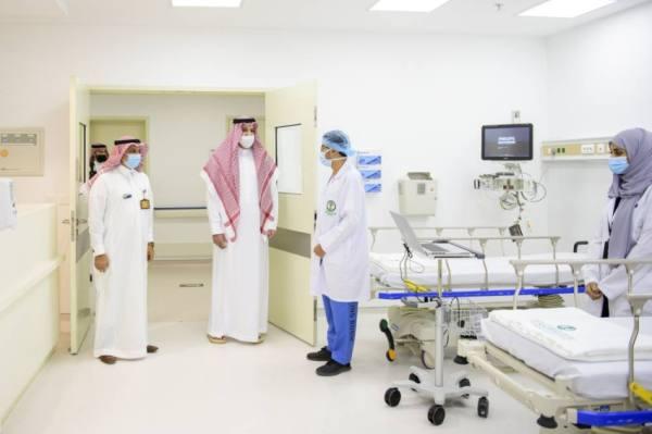 فيصل بن سلمان يتفقد مستشفى الملك فيصل التخصصي بالمدينة المنورة