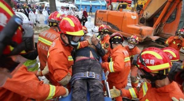 قتيل وعشرة مفقودين في انهيار فندق بشرق الصين