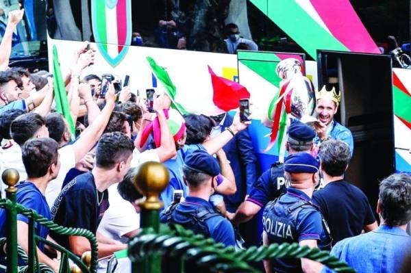 إيطاليا تحتفل بتتويج أنساها مأساة «كوفيد19»